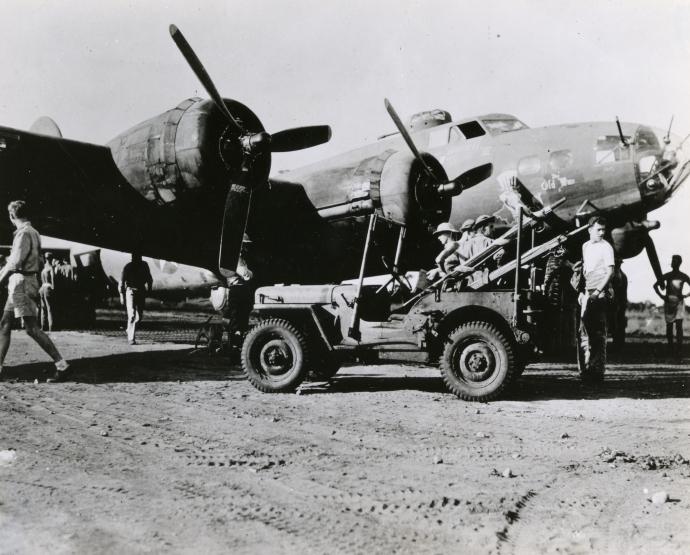 5th af swpa b17 1942 Australia 951 8x10