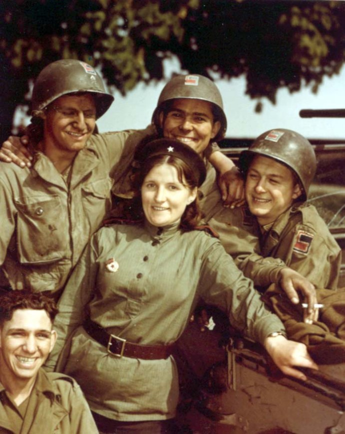 russian soldier female and gis 1945 400
