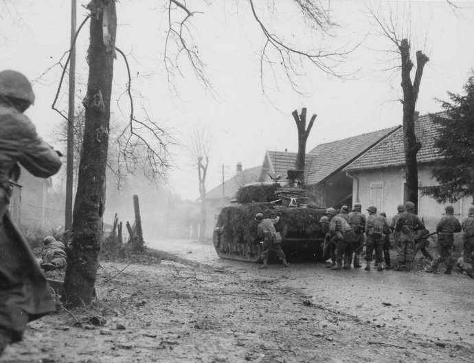 5th French Armored Div 2nd Bn de Choc Commandos M4 Sherman battling into Belfort France 112044 (1 of 1)