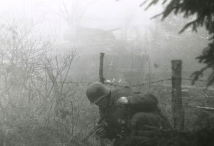 Photo 5M german ss patrol malmedy nazi going through barbed wire