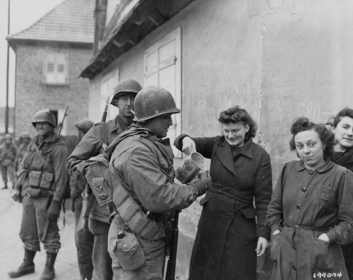 79th inf div 314th inf regt troops get wine from french civilian women Drusenheim France 010645  (1 of 1)