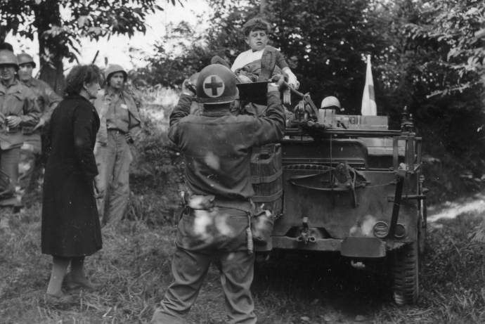 medevac of french kid in jeep 4x6