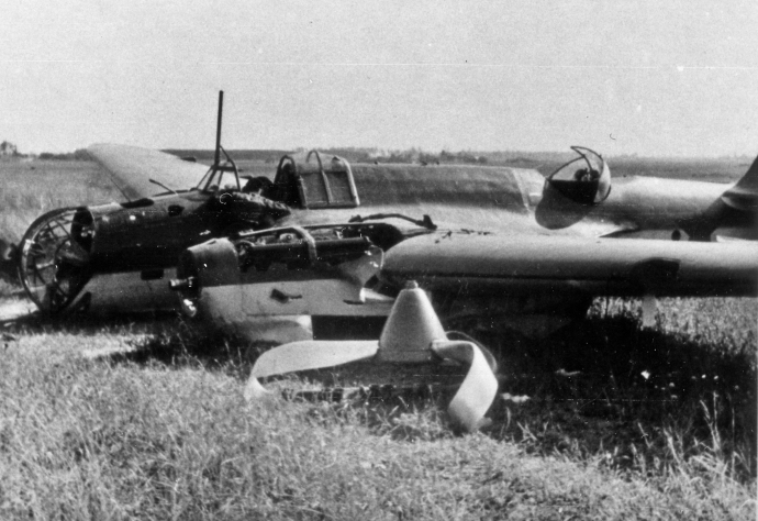 German Series WWII Barbarossa Russian Air Force Red Air Force Soviet SB2 Wreck Vitebesk Russia 070841  (1 of 1)