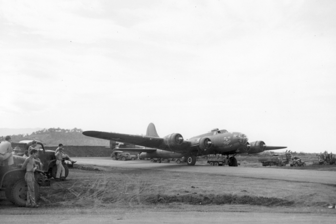 5th af b17 at port morebsy 1943 4x6