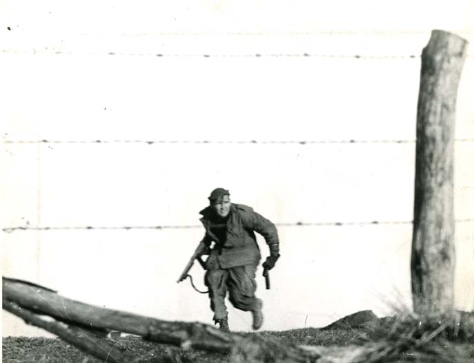 82nd airborne trooper in counter attack 12 25 44 bulge278